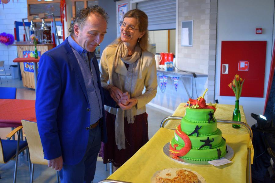 Gerard en Margareth bewonderen de taart