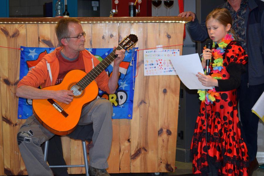 Florianne zingt, Ton speelt gitaar